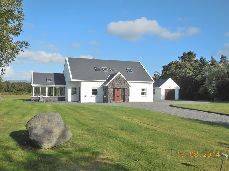 Waterville Wifi Luxury Selfcatering Holiday Home, holiday rental in Waterville