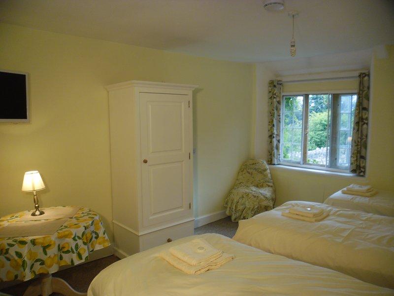 La camera da letto Yarty con vista sul giardino anteriore