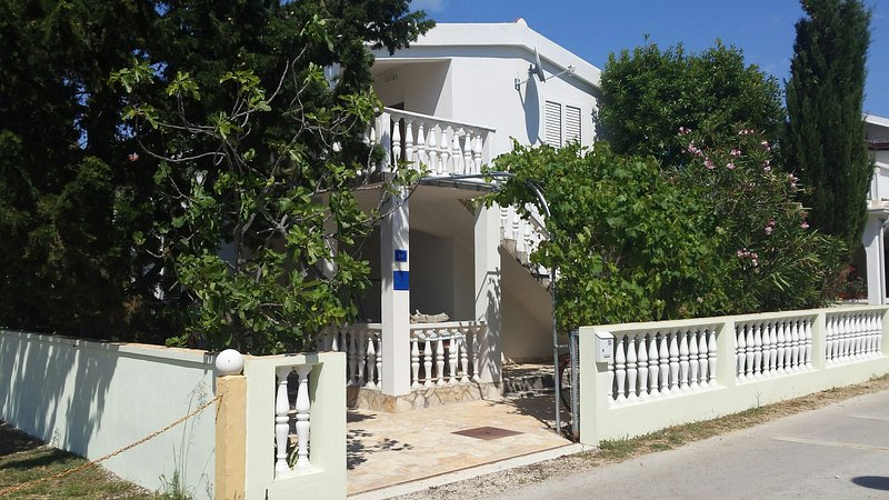 Schöne Ferienwohnung auf der Insel Vir von privat, vacation rental in Vir