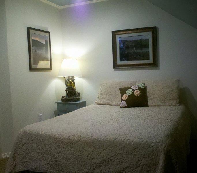 Queen size bed met traagschuim matras