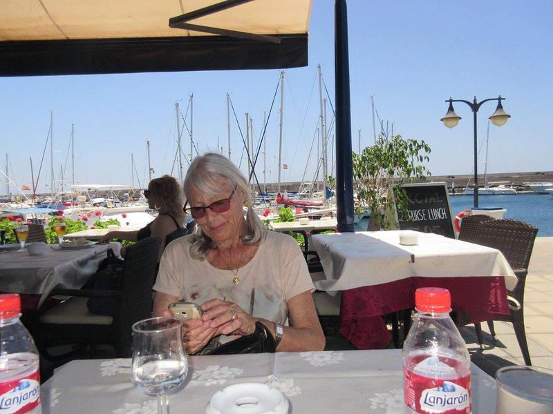 Bonney, ιδιοκτήτης του εξοχικού σπιτιού, το γεύμα στο Puerto Calero Μαρίνα