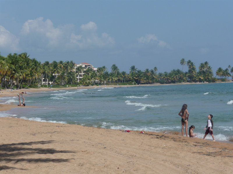 BEACHFRONT WITH POOL, vacation rental in Yabucoa