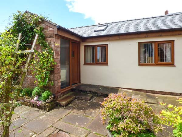 PEA TOP COTTAGE, all ground floor, on a non-working farm, pet-friendly, with, alquiler vacacional en Milburn