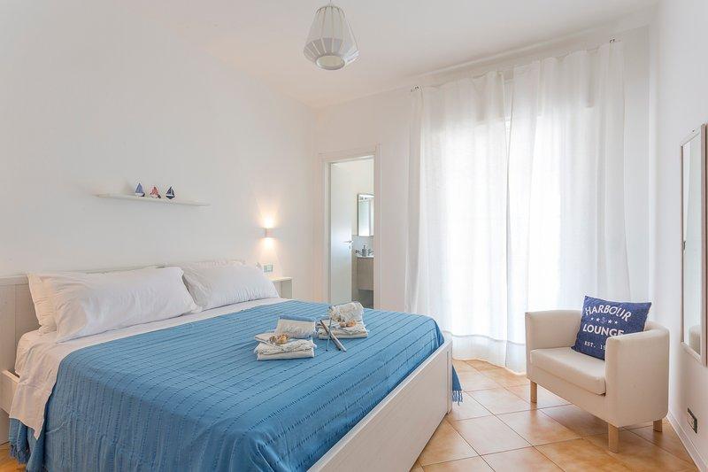 Acqua Azzurra, Attico con vista mare, holiday rental in Marina di Ragusa