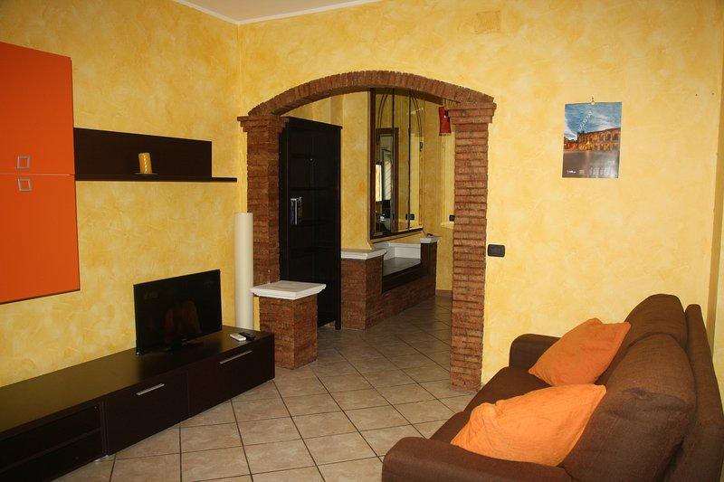 Bilocale alle pendici dell'Etna, vacation rental in Tremestieri Etneo