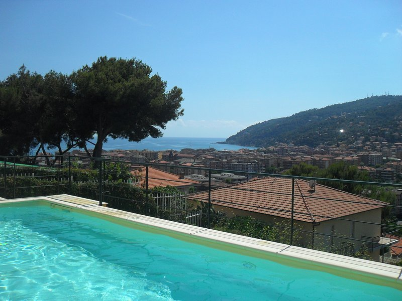 Luxury apartment in Villa with pool, vacation rental in Marina di Andora