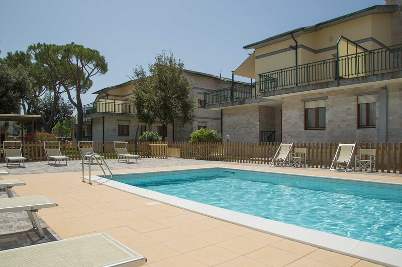 Le Villette - Trilocale mansardato A con terrazzino, holiday rental in Follonica