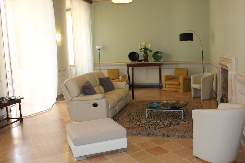 Maison Borromeo,luxury ancient apart. in SPOLETO, vacation rental in San Gregorio