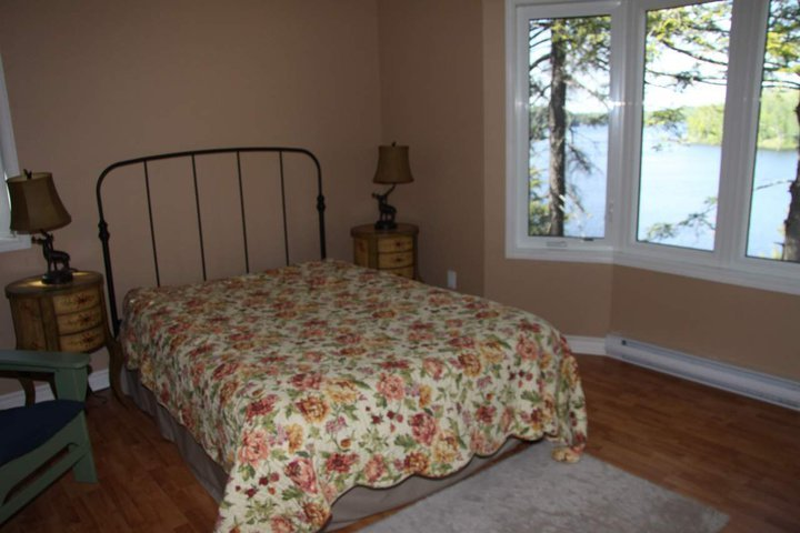 Master bedroom with bay window and those awesome views again!
