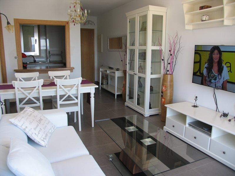 Apartamento con Wifi y garaje ideal para conocer Santiago y Galicia, holiday rental in Negreira