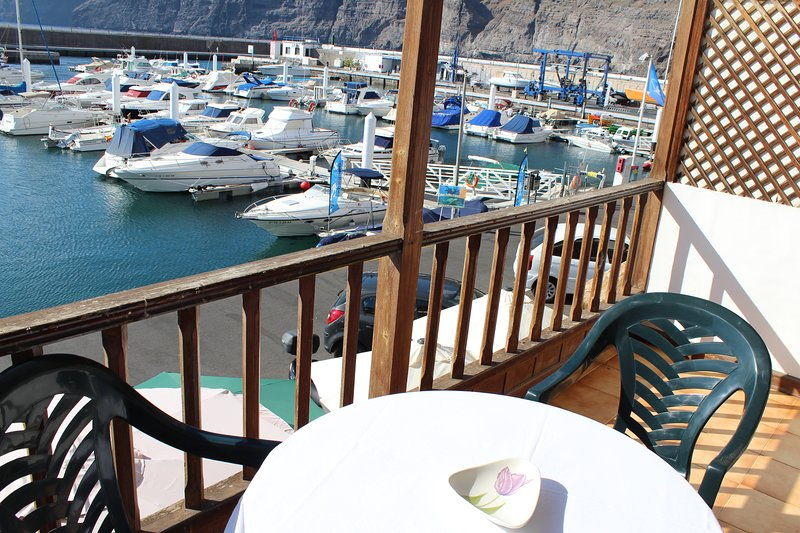 Lovely apartment with amazing sea view in first row, holiday rental in Acantilado de los Gigantes