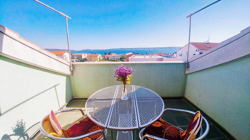 Cozy Apt 3 STARS for 4 - SeeView, btw Split&Trogir, vacation rental in Kastel Kambelovac