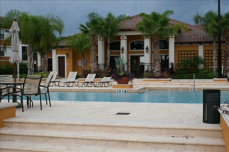 5-Star Serenata Luxury Condo Close to Beach, holiday rental in Sarasota