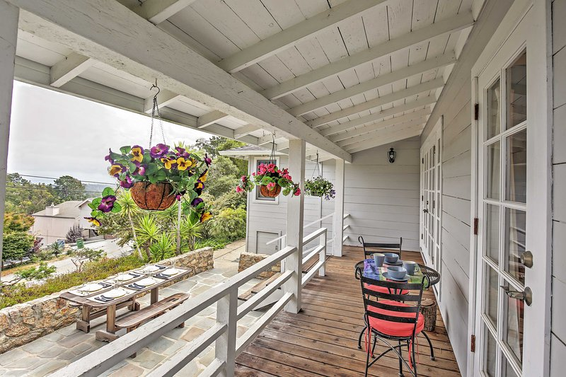 Aptos Cottage w/ Deck & Views, Only 2 Mi to Beach!, location de vacances à La Selva Beach