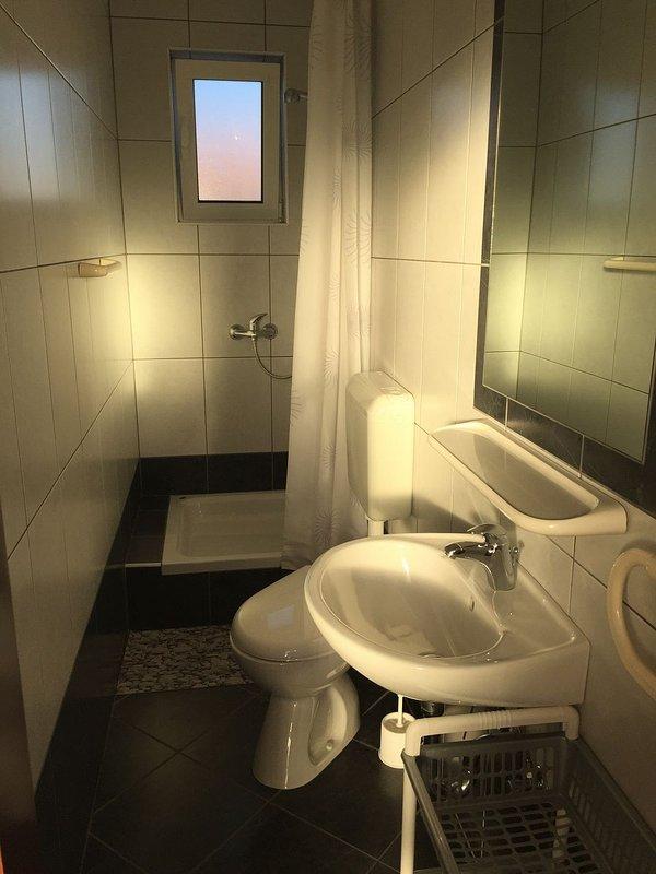 A2 (2 + 1): baño con inodoro