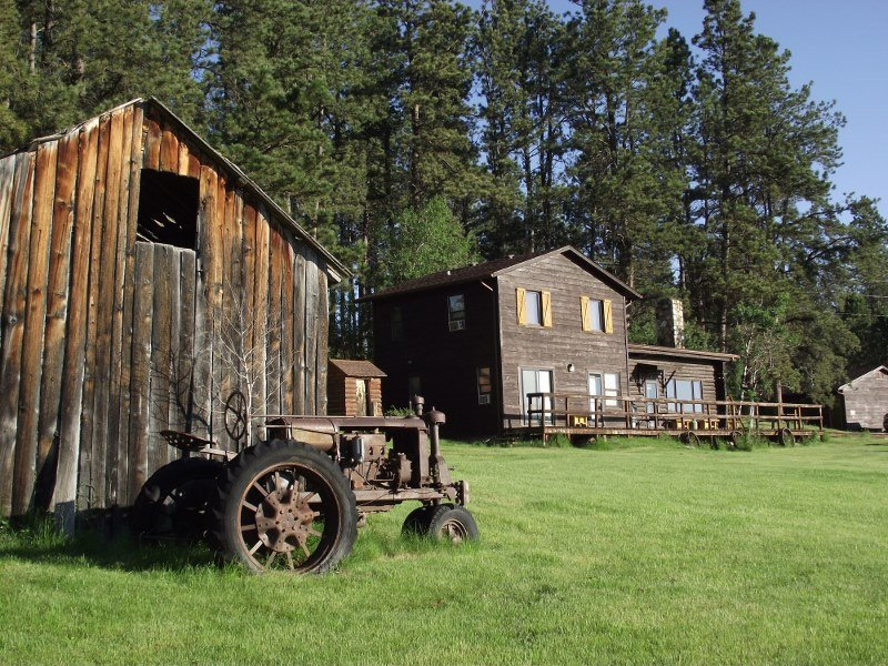 5 Bdr Historic Getaway (Sky View Cabin) Custer SD  Open all Year!, holiday rental in Custer