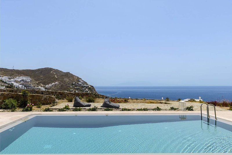 BlueVillas | Villa Niobe | Private pool with view & large patio ideal for events, holiday rental in Elia