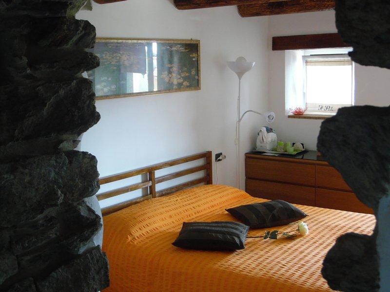IL POETA- CASA con GIARDINO e VISTALAGO, location de vacances à San Siro