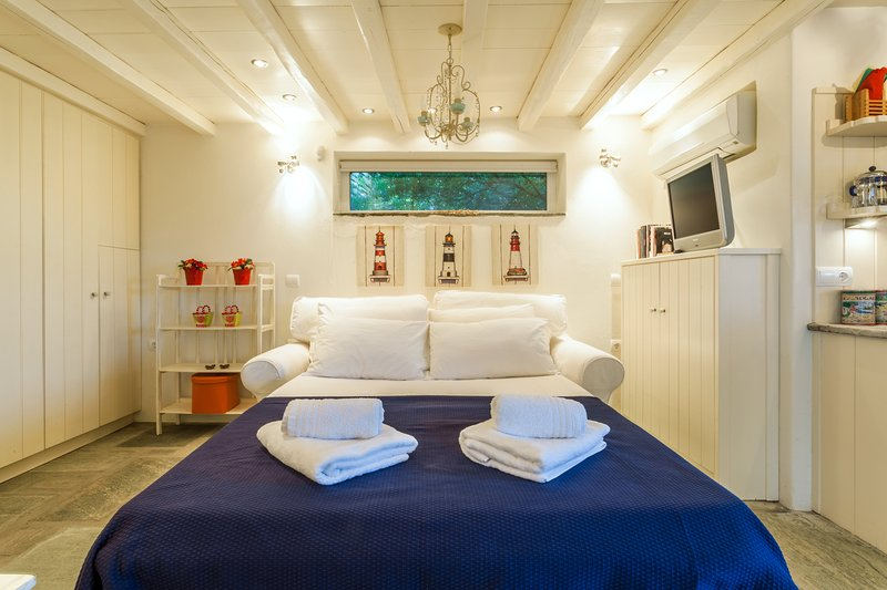 ALEFI LITTLE COTTAGE, holiday rental in Triantaros