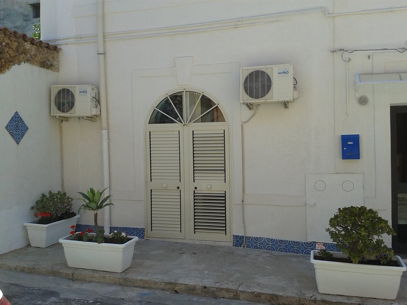 CASE ANSELMO B&B, holiday rental in Terrasini