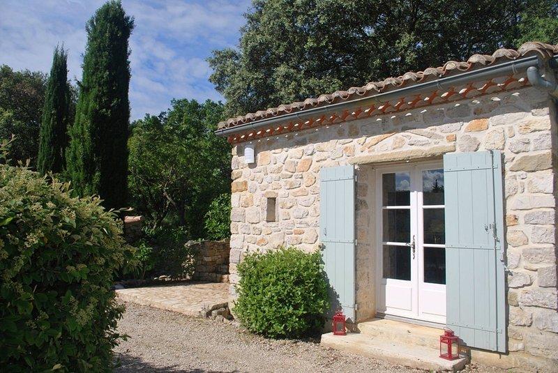 Studio de charme pour 2 personnes près d'Uzès, holiday rental in Saint-Maurice-de-Cazevieille