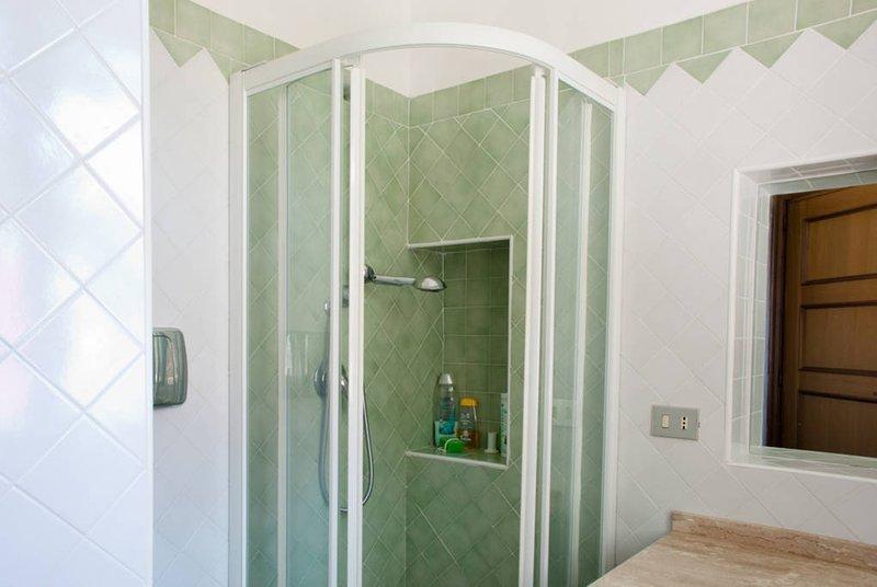 Wohnung Bad mit Dusche 1. Stock