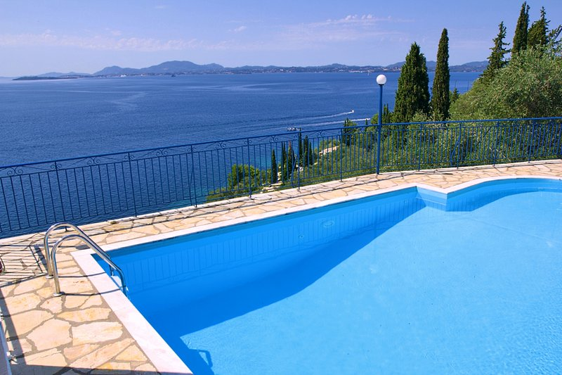 Private Pool Villa Diana in Nissaki wStunning View, vacation rental in Pyrgi