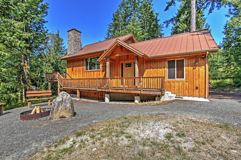 This alluring Port Angeles vacation rental cabin is perfect for family retreats!