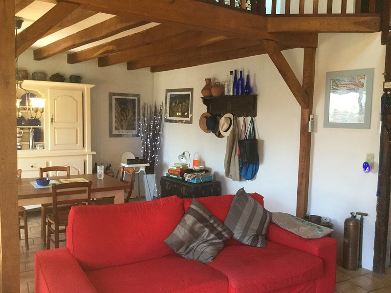 Charming 3 bedroom village house with stunning view, holiday rental in Lacombe