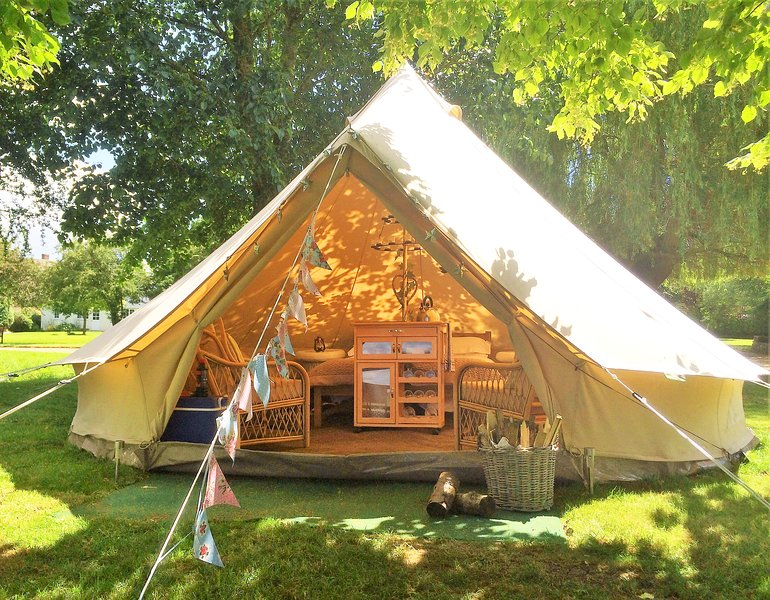Oxford Riverside Glamping, holiday rental in West Hanney