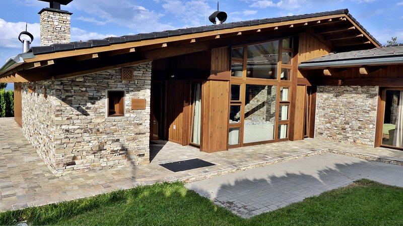Villa Nest of Pirin Golf Holidays Club, casa vacanza a Simitli
