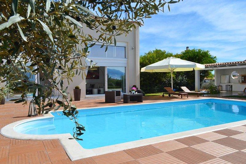 Luxurious villa Marina with amazing swimming pool in Nafplio, aluguéis de temporada em Mycenae