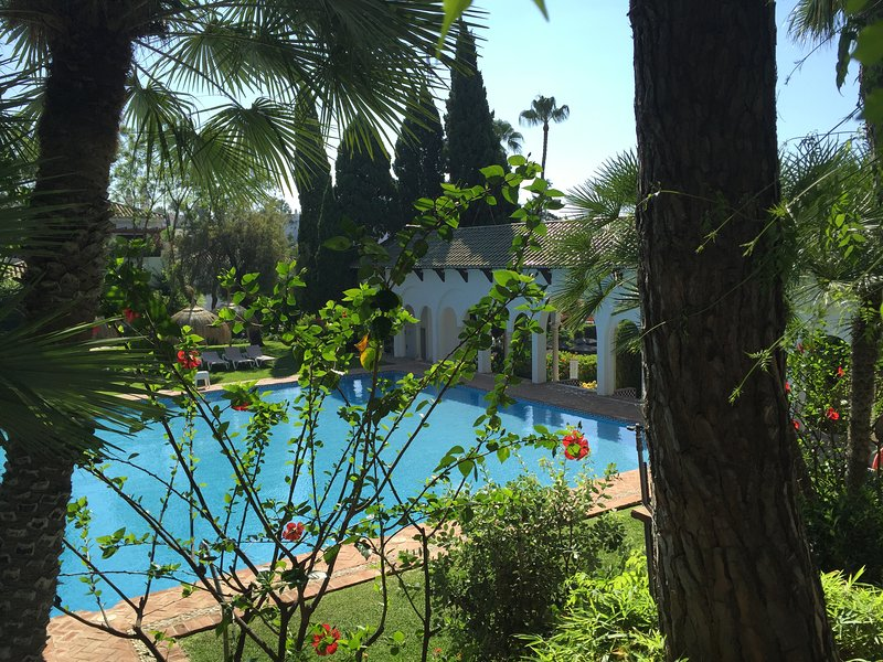 Senorio de Marbella, Golden Mile - Modern Apartment in an Amazing Domain!, vacation rental in Marbella