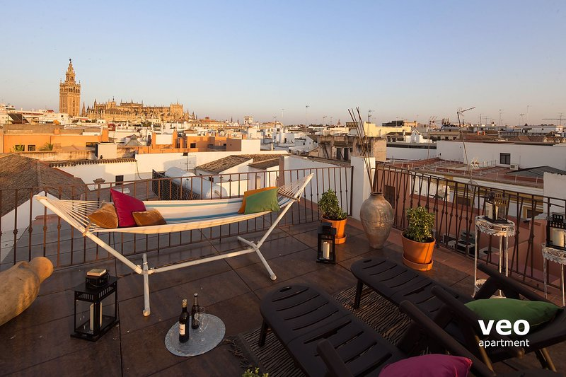 Private roof-terrace with Cathedral views.