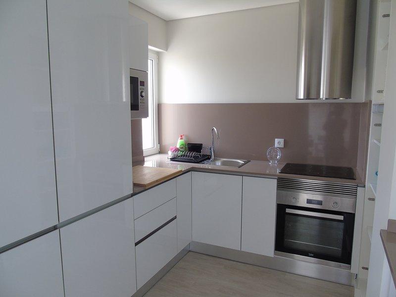 Um beutifull e marca limpa nova cozinha!