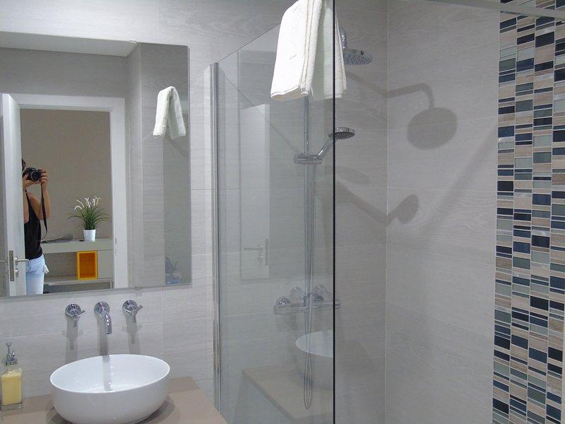 New wc com uma grande curta chuveiro.