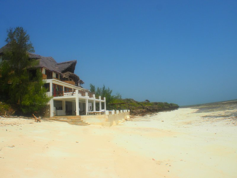 A true Beach House on the Ocean set in its own 10 acre Private Estate, location de vacances à Malindi