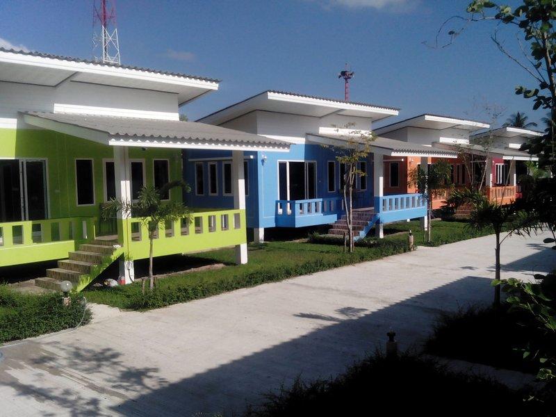 Charming colorful houses with comfy stay!!, alquiler vacacional en Ban Thong Nai Pan