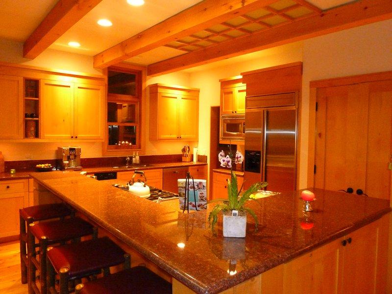 gastronomische keuken met ontbijt bar zitplaatsen voor 4