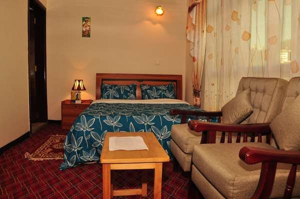 Keba Guest House and B&B Deluxe Room With free Wi-Fi and airport pickup!, aluguéis de temporada em Addis Abeba