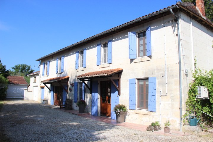 Le Mauguillard - near Aubeterre Sur Dronne, holiday rental in Bonnes