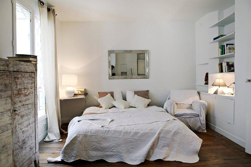 Comfortable queensize bed ( big double bed of 160 x 200 cm.)