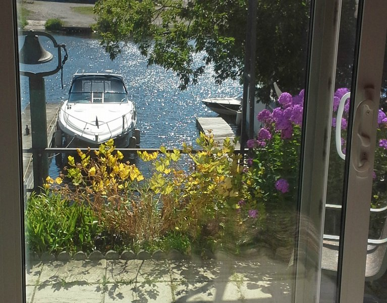 Beautiful Private one Bedroom Waterfront Apartment - you can fish right from our dock or suntan