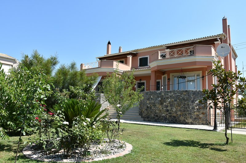 (Bella's Home) 4 Bedroom House near Corfu Town, location de vacances à Corfu Town