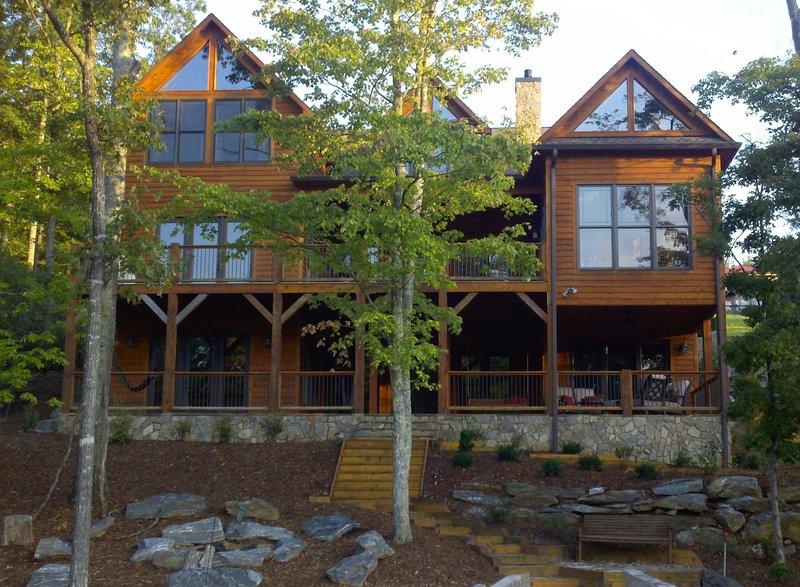 Perfect Lakefront Retreat at Lake James! 5BD/5BA, Pontoon Boat Avail!, Ferienwohnung in Morganton