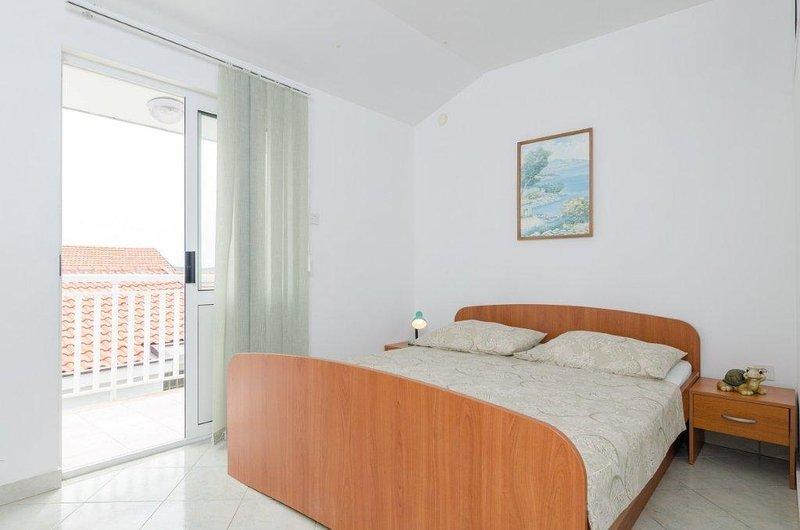 A4(4): bedroom