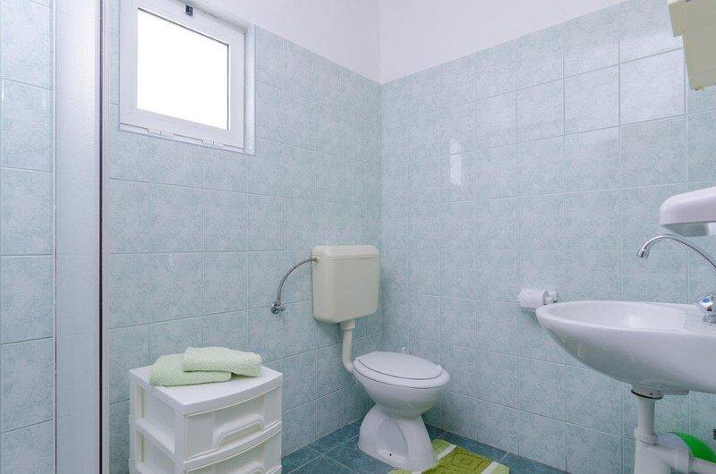 A4(4): bathroom with toilet