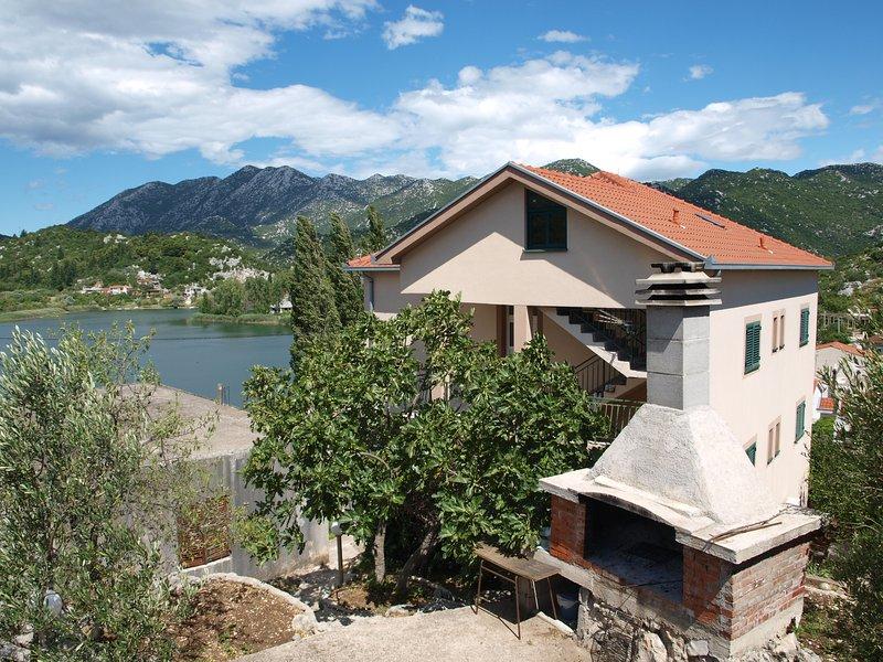 Apartment Luna Bacina Lakes, holiday rental in Otric-Seoci