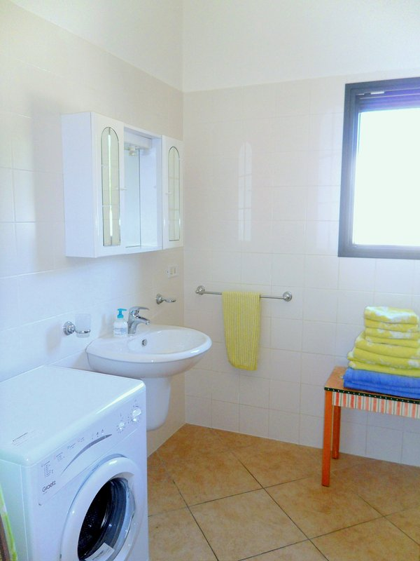 Fully tiled spotless bathroom, all towels for hand, shower & pool provide