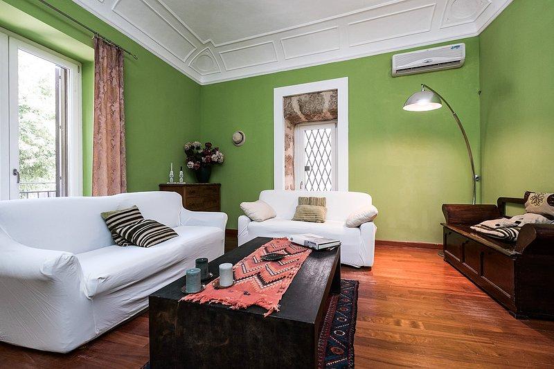 Casa di Cetta -Appartamento d'epoca Casa  Professa, holiday rental in San Nicola l'Arena